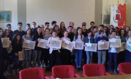 Borse di studio, il Comune ha premiato i migliori studenti del paese