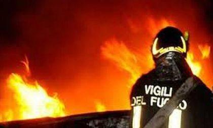 Campo nomade a fuoco, distrutta una baracca
