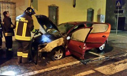Carpenedolo, auto in fiamme in via Deretti
