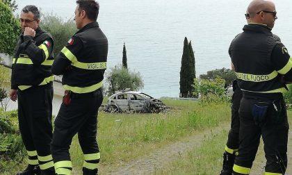 Coppia carbonizzata nell'auto, ipotesi omicidio-suicidio