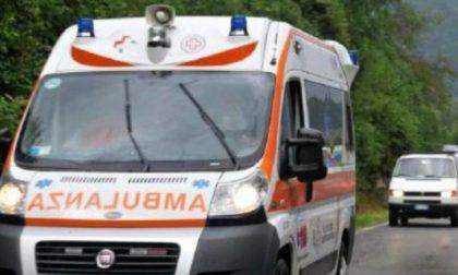 Frontale: 51enne si schianta contro un tir