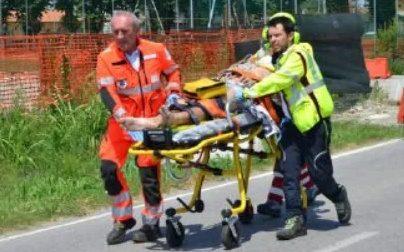 Frontale auto-moto: 78enne in ospedale