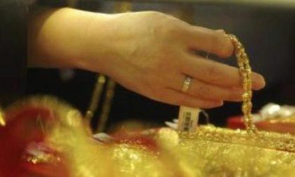 Furto in casa a Castiglione i ladri scappano con l'oro