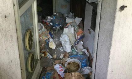 Ghedi, rifiuti ed escrementi in una casa Aler