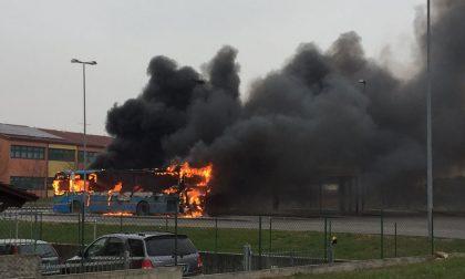 INCENDIO: autobus in fiamme!