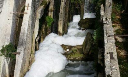 Schiuma nel canale del Mulino della Razzica