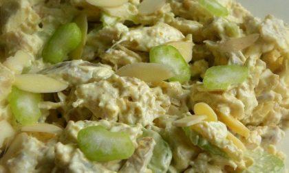 La ricetta dell'insalata di pollo con cetriolini e Emmenthal