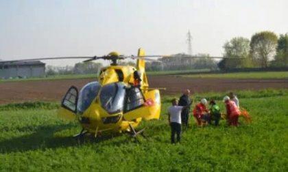 Perde il controllo della moto: 57enne in elicottero all'ospedale