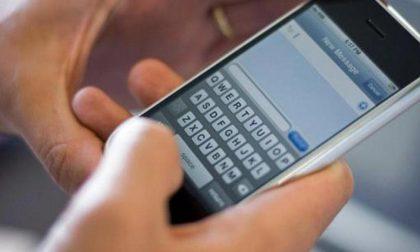 Strappa dalle mani un cellulare, ladro svanisce nel nulla