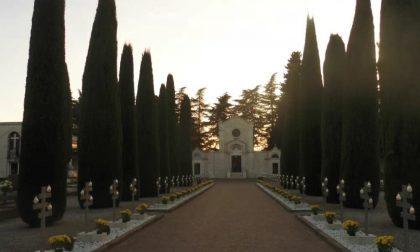 Rubano  fiori e regali dalle tombe del camposanto