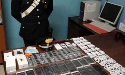Tenta di rubare 35 smartphone, arrestato