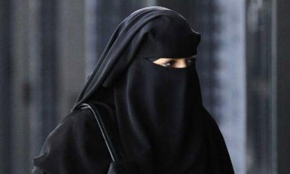 """Sicurezza: """"vietare burqa e niqab in tutti i luoghi pubblici"""""""