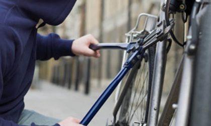 Tenta di rubare una bicicletta, denunciato ragazzo di Castiglione