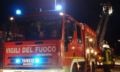 Nella notte spari e fuoco contro roulotte abitate da rom