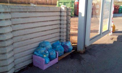 Abbandonano rifiuti: beccati e multati