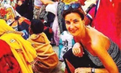 Alessandra Moretti assente per malattia, ma è in India