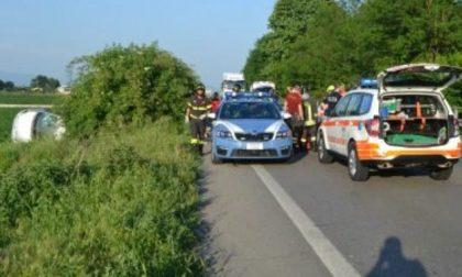 Auto travolge poliziotti