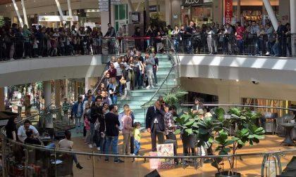 Centinaia di fan per il firmacopie di Gabbani