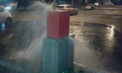 Esplode tubo dell'acqua, pompieri al lavoro