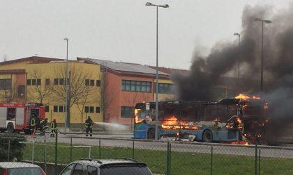 INCENDIO: pullman in fiamme!