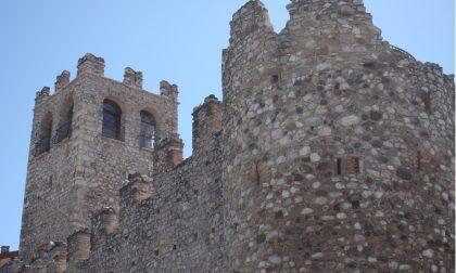 Il Castello di Desenzano diventa blu per la giornata sull'autismo