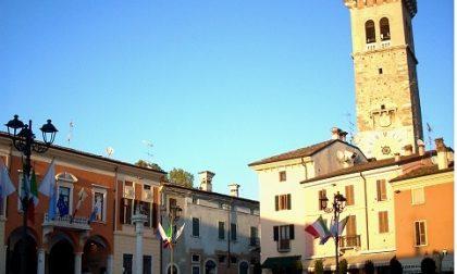 Il municipio di Lonato si colora di blu