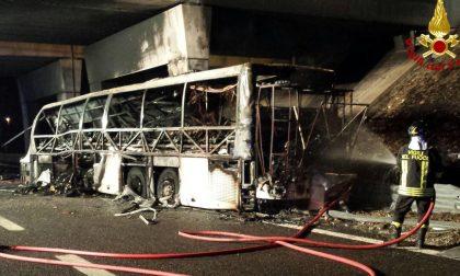 Incidente bus, ancora ignote le sorti dell'autista