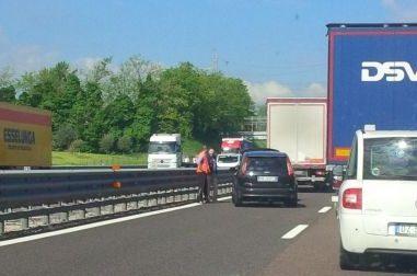 Incidente in autostrada, due chilometri di coda