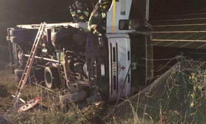 Incidente stradale a Castelnuovo, camion ribaltato