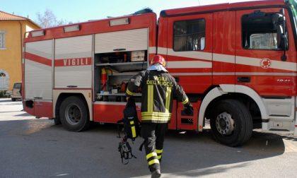 Paura sulla Gardesana: prende fuoco una spazzatrice