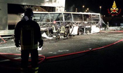 Schianto bus, caos in A4