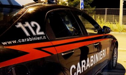 Suv rubato sperona i carabinieri