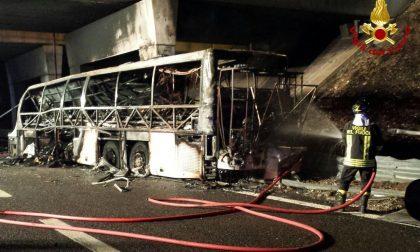 Tragedia in autostra A4, sedici ragazzini morti