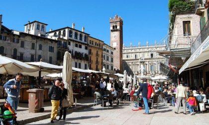 Turisti, boom a Verona e sul lago