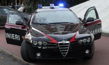 Ragazza colpisce i Carabinieri per nascondere un bilancino e hashish