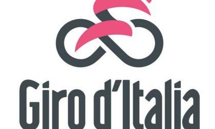 In rosa aspettando l'arrivo del Giro