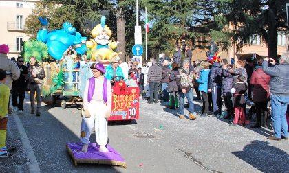 Casazza trionfa alla sfilata dei carri del Carnevale di Erbusco