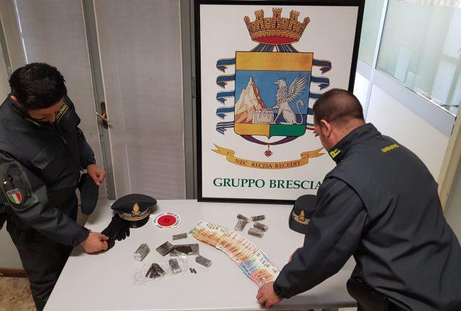 Nasconde 6 kg droga in auto, 58enne arrestato da Gdf