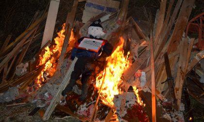 Anche a Borgosotto di Montichiari brucia la vecchia