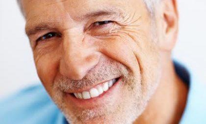 Implantologia a carico immediato postestrattiva flapless con Digital Smile Design per tornare a sorridere in sole 48 ore