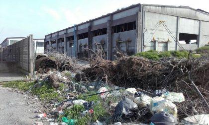 Immobile del Comune diventa luogo di abbandono rifiuti