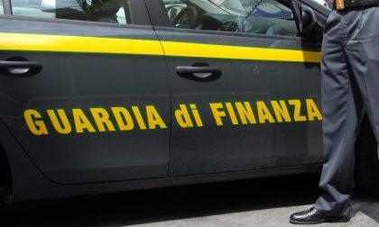 Con 300mila euro oltre la frontiera bloccati dalla Guardia di Finanza.