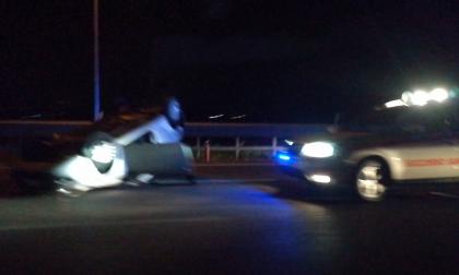 Auto ribaltata a Offlaga SIRENE DI NOTTE