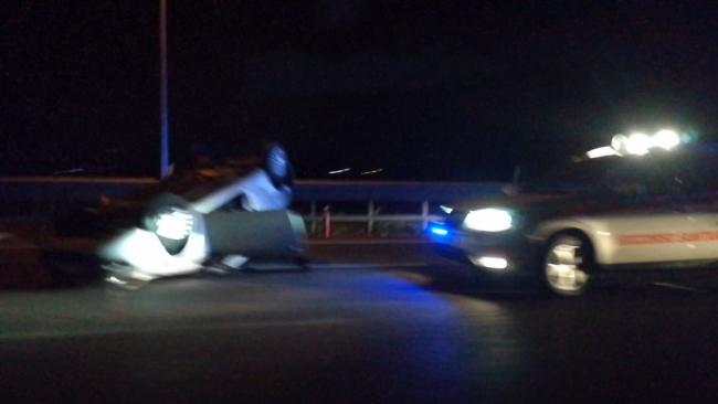 Auto ribaltata in tangenziale sud a Roncadelle