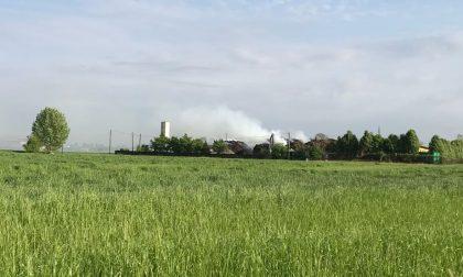 Incendio in azienda a Rudiano, fumo da 7 ore