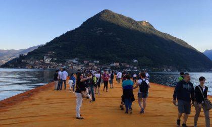Christo 2 anni fa inaugurava il The Floating Piers