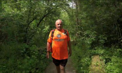 Giro d'Italia a piedi a 85 anni, questo fine settimana le tappe bresciane