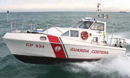Cade nel lago a Toscolano: allertata la Guardia costiera