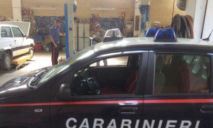 Si costruisce un'auto-officina in casa: le violazioni edilizie in Valtenesi