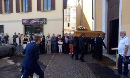 Chiesa gremita per il funerale dell'ex sindaco di Palazzolo Marino Gamba